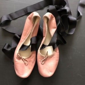 ZARA - TAUPE BALLET FLATS WITH TIES, Size 5